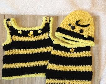 Crochet Newborn short set, crochet baby bumble bee hat with matching yellow/black tank top/shorts , photo prop