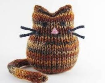 Stuffed cat, small hand knit