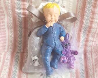 Miniature Bébé et son Lapin en Porcelaine