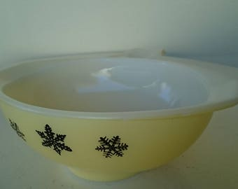Vintage Pastel Yellow Pyrex Snowflake Gravy Boat/ Sauce Jug