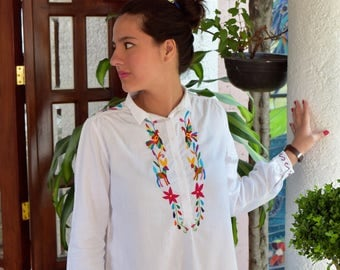 Mexican embroidery, hand-embroidered blouse coloroido