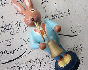 """Wood Vintage Wooden Easter Bunny Musician Hand Made Easter Rabbit Decoration 3-1/8"""" Tall"""