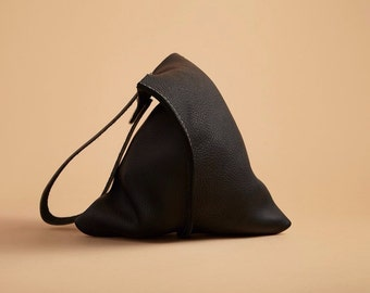 13in Wedge - True Black bull leather bag