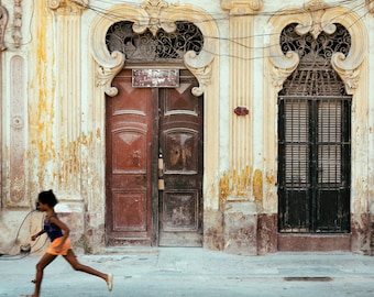 "Cuban Art, Central Havana Street Photography, Travel Large Wall Art Print, Cuban Decor, Fine Art Photography, Urban Decay ""Jugar"""
