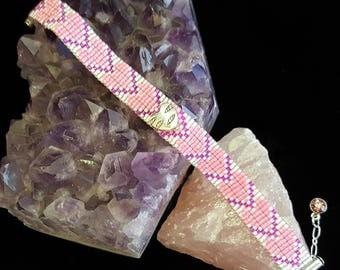 Pink hearts bead-woven bracelet