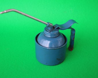 VINTAGE small hand held oil can