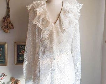 Pretty Vintage 80s Lace Ruffle Button Top