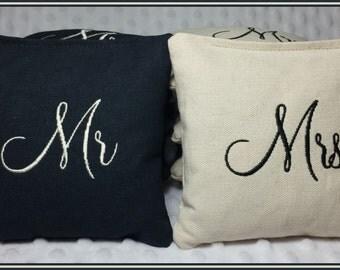 Mr. and Mrs. Wedding Cornhole Bags Set of 8 Black and Cream Montey Font