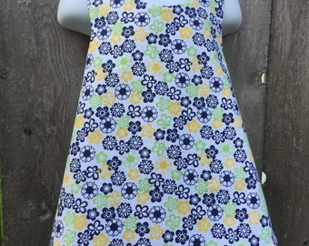 Pinafore Size 3T --- Petite Daisies Reversible Top (((ready to ship)))