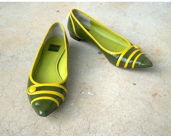 40% MOVING SALE Retro COACH flats / olive green mustard yellow / pointed toe flats / patent leather, 6 B