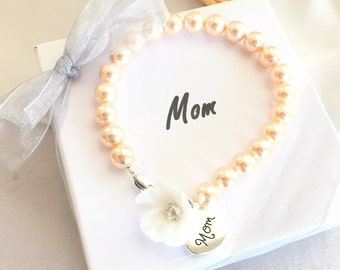 Mom Pearl Bracelet, gift for mom, mom charm, mom birthday gift, mom jewelry, mom bracelet, mother of the bride, mother of the groom