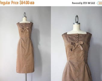 STOREWIDE SALE Vintage 50s Dress / 1950s Bows and Buttons Beige Cotton Dress / 50s Fitted Wiggle Dress