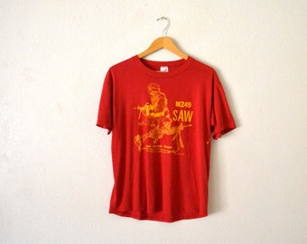"1991' ""M249 SAW"" Graphic T-Shirt"