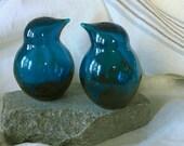 Pair of Hand blown art glass blue birds by Finnish artisan Sakari Pykälä for Riihimäki glass  1950s