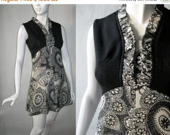 MOVING 4 GRADSCHOOL SALE 1960's mini dress - Twiggy style, in black and white with silver sparkle paisley print and ruffled neckline, small