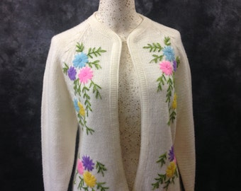 Vintage 1960's 1970's Miss Holly off white pink purple yellow blue floral cardigan M-L