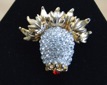 Pretty Vintage Rhinestone Brooch, Gold tone, Clear, Garnet Rhinestones, Pineapple, Fruit (AE17)