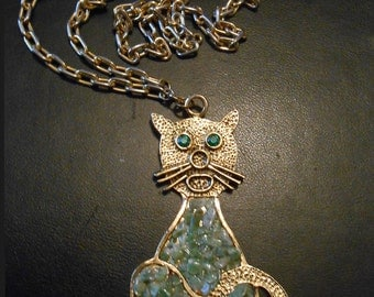Vintage cat pendant/necklace with Aventurine Crystal Chips