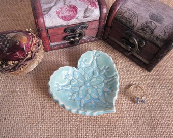 Ring dish  - Handmade ming green ring holder - Love and lace design