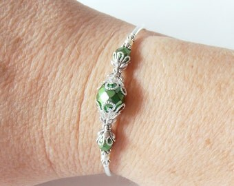 Bright Green Bridesmaid Bracelet Metallic Bead Bracelet Emerald Wedding Jewelry  Delicate Glass Bead Bracelet in Silver Bridesmaid Gift