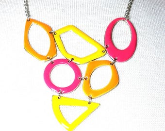 MOD 1970s Enamel Abstract Shapes Pink Yellow Orange Vintage Necklace