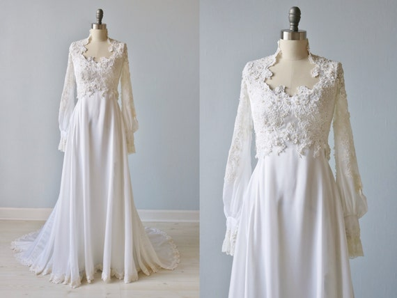 Vintage 1970s Long Sleeve Lace Wedding Dress / Vintage 70s