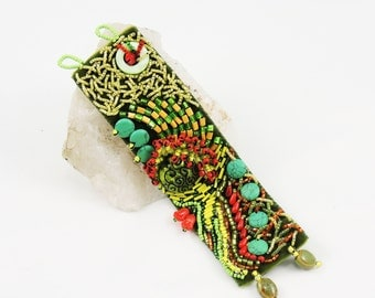 Glass bead embroidered bracelet - Green and yellow