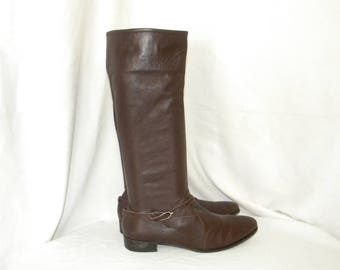 Sz 8.5 Vintage brown leather 1990s Italian made women riding boots with inside ankle zipper.
