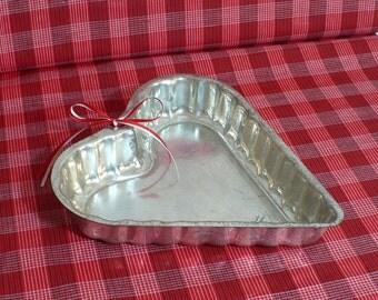 Heart cake pan, Vintage mold, Valentine decor, Tin cake pan, heart shaped pan