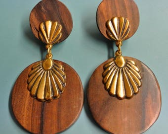 Vintage 1980s brown natural organic wood earrings earhangings with brass ornament/ details