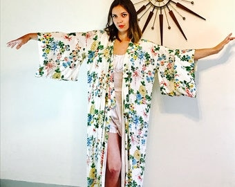 Vintage Kimono Robe Japanese Dressing Gown White Rayon Chrysanthemum Floral Flowers Cover Up Loungewear 70s Long Kimono