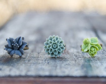 CHRISTMAS SALE CLEARANCE!  Moss Green Crysanthemum Flower Ring // Gray Lily Ring //  Lime Green Rose Ring // Bridesmaid Gifts // Bridesmaid