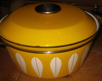 Cathrineholm Pot with Lid, Yellow Lotus Leaf, 10.5 inch Pot