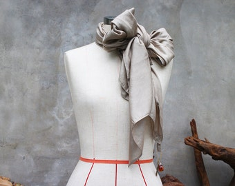 Light bronze weighted scarf with vintage-style key charm