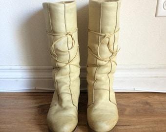 ON SALE 70s Sheepskin Winter Boots, Shearling, Pull On Leather Boots, Sheep Skin Boots, Warm Winter Boots, Shearling Boots Size 8 UK 5.5 Eu