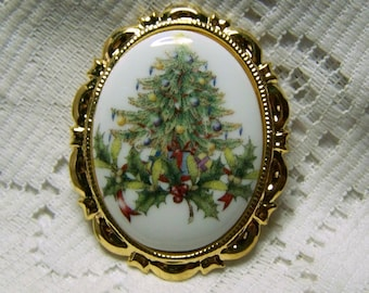 Christmas Tree Cameo Necklace Brooch Pin - Christmas Brooch - Christmas Tree porcelain Pin - Vintage Christmas Tree Brooch