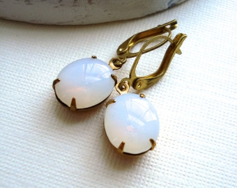 White Opal Vintage Earrings in Raw Brass, October Birthstone, Vintage Jewels, Costume Vintage Style Jewelry, Gift For Her