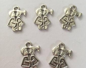 Set of 5 tibetan silver kissing man and woman charms
