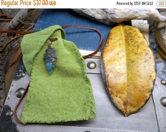 The Green leaf Elf Worry Bag.  Elfen Tobacco or Medicine Amulet Pouch. Spring green deer suede leather & Stone Arrowhead
