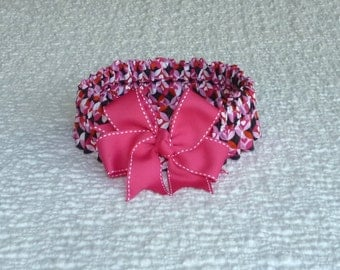 "Dog Ruffle Collar, Pet Bandana, Hearts in Circles Dog Scrunchie Collar with pink stitched bow - Size XXL: 20"" to 22"" neck"