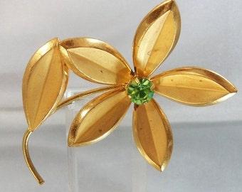 CHRISTMAS SALE Vintage Flower Brooch. 1950s. Gold Plated. Green Rhinestone
