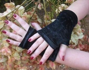 Black fingerless gloves short velvet with silver print