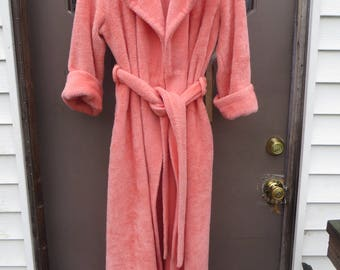 vtg  SEARS BEST Womens Robe House Coat  Plush Bath Robe peach Loungewear Boho Chic Robe Rockabilly  60's / 70s Ladies small to med   w belt