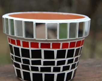 Planter Mosaic Mirror, Black, Red