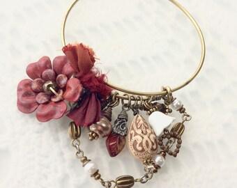 Bangle Bracelet Vintage Style - Expandable Vintage Style Bracelet - Colorful Cintage Style Bracelet - Lady Demelza