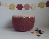 FELTED 'FUSSPOT' bowl .  ' Just Rosy' '  ( with Mother of Pearl buttons)  UK seller ...ready to ship...