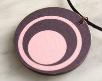 SALE 25% OFF - Necklace, wooden pendant, plum pink concentric circles, retro style, leather cord, decoupaged design, style 35