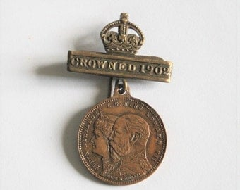 Edwardian commemorative medal pin.  Coronation medal. King Edward VII