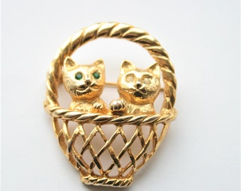 Vintage cat brooch. 2 cats in a basket brooch