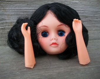 Vintage 3 Inch FibreCraft Calico Doll Head With Hands (Black Hair)